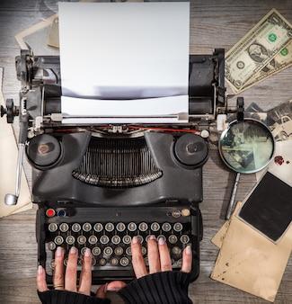 Vintage situation mit alter schreibmaschine