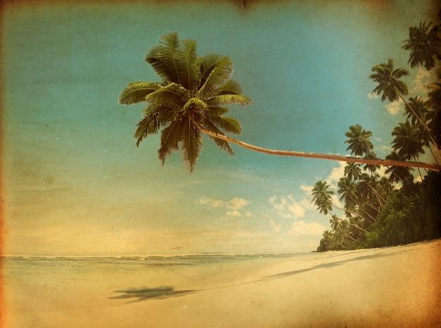 Vintage-stil in einem tropischen paradies strand.