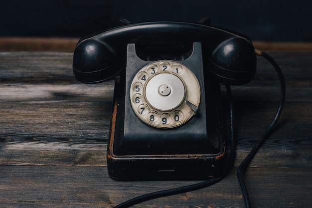 Vintage telefon der alten technologiekommunikation des retro-telefons.