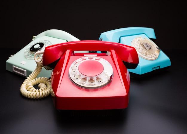 Vintage telefone auf weiß