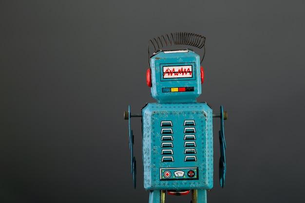 Vintage zinn blau oy roboter auf grauem hintergrund isoliert