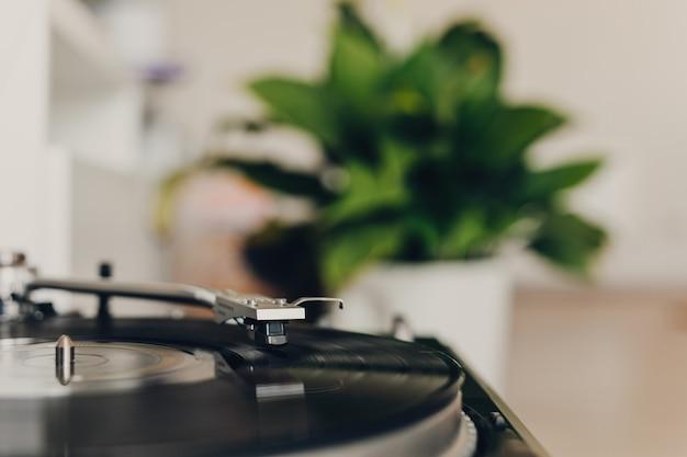 Vinyl-plattenspieler zu hause hautnah
