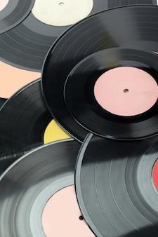 Vinylplatten getrennt auf weiß