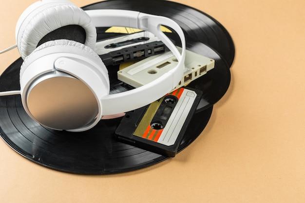 Vinylsatz auf einem beige