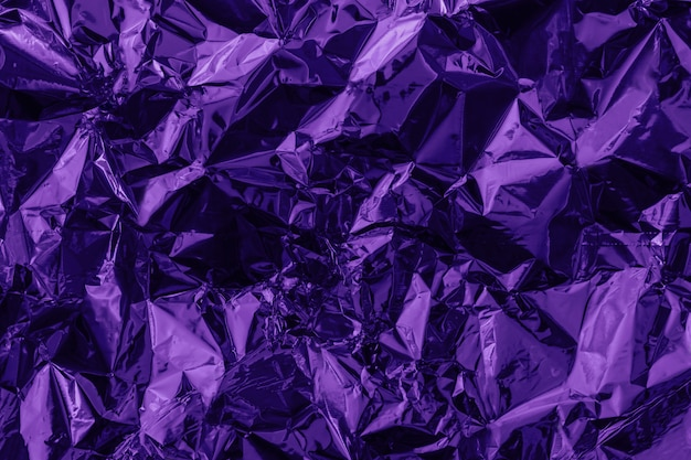 Violetter deformierter hintergrund aus getönter folie