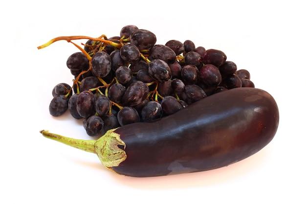 Violettes obst und gemüse isoliert