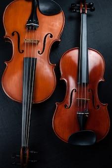 Violine und bratsche im dunkeln
