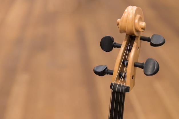 Violinenmusikinstrument mit etwas kopienraum