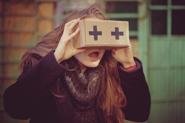 Virtual-reality-brillen aus pappe
