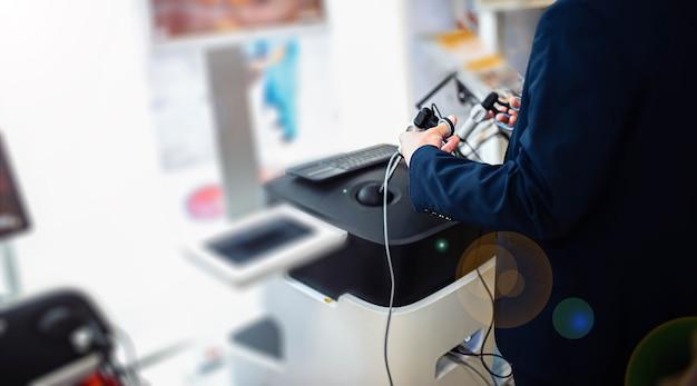 Virtueller chirurgischer simulator für studenten von chirurgen robotertechnologien in der ausbildung von physikern