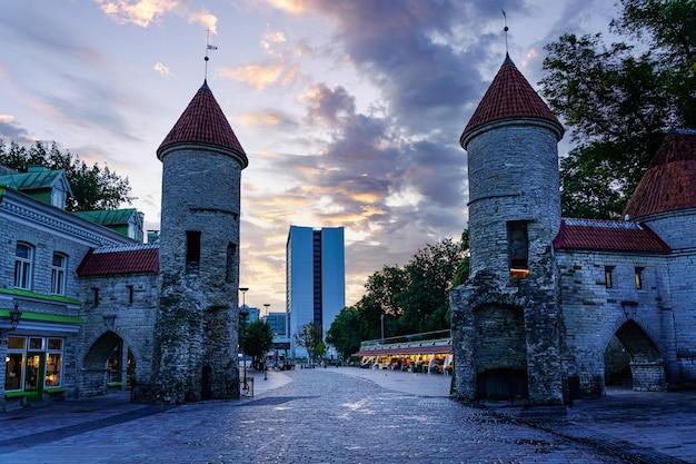 Viru-tor am eingang zur mittelalterlichen stadt tallinn estland