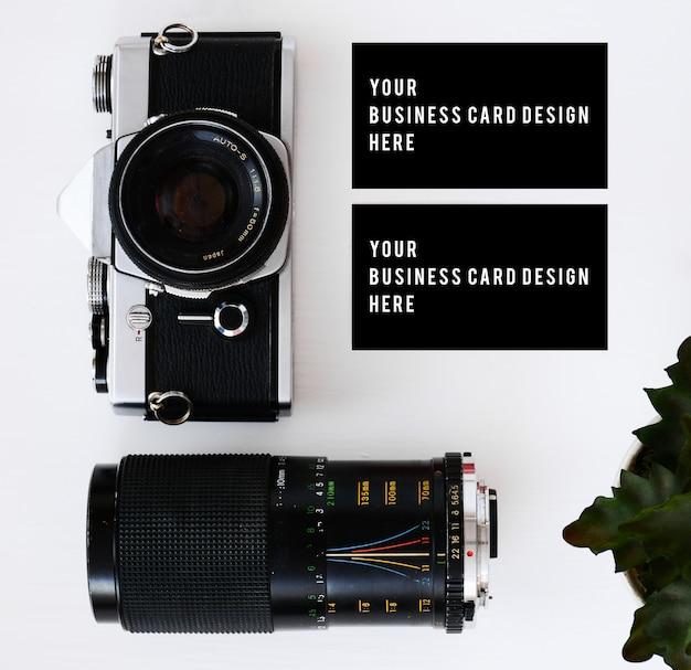 Visitenkarte mit alten filmkamera und linsen mit filtern und gläsern