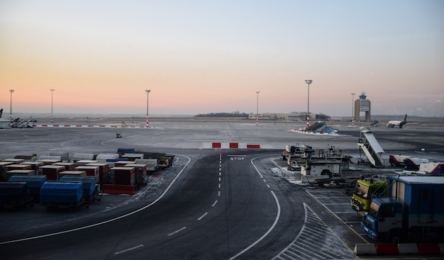 Vista panorámica del aeropuerto de budapest, hungría