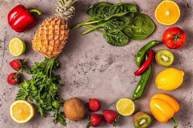 Vitamin c-reiches obst und gemüse. gesunde ernährung.