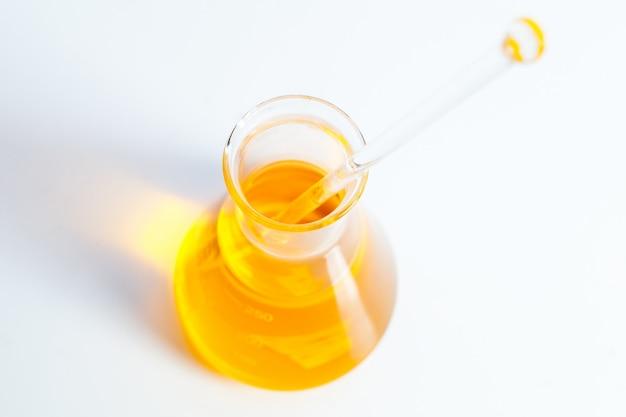 Vitaminkapsel-fischöl für gesundes konzept