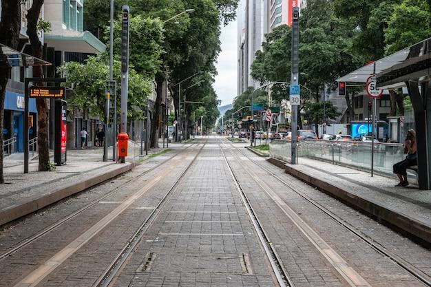 Vlt station in der innenstadt von rio de janeiro. vlt ist eines der am häufigsten genutzten transportmittel in der innenstadt von rio de janeiro.