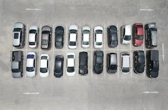 Vogelperspektive der Draufsicht des Autoparks