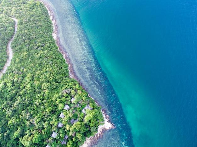 Vogelperspektive der seelandschaft in samed island, rayong, thailand
