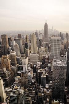 Vogelperspektive des hochhausgebäudes in new york
