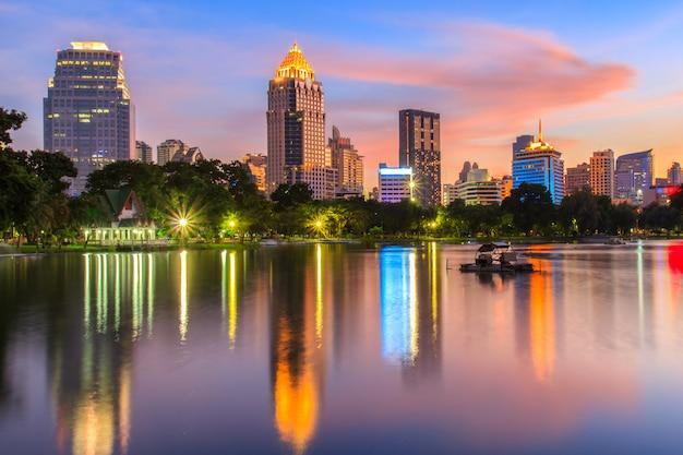Vogelperspektive von modernen bürogebäuden und von kondominium bangkoks in bangkok