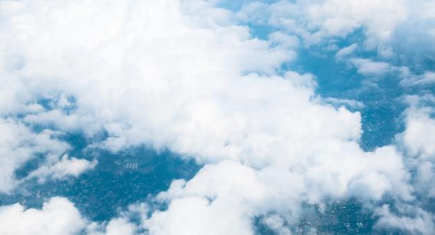 Vogelperspektivelandschaft von bangkok-stadt in thailand mit wolke