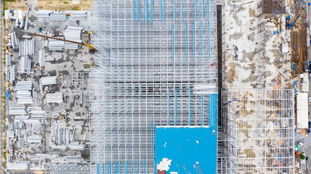 Vogelperspektivestruktur des stahlgebäudebaus, metallstahlrahmengebäudebauauslegung, vogelperspektivebaustelle.