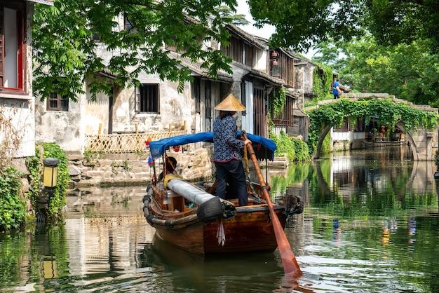 Volkshäuser und flüsse in der antiken stadt zhouzhuang