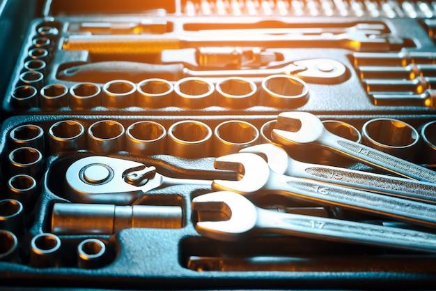 Voll ausgestatteter werkzeugsatz. arbeitsinstrument.