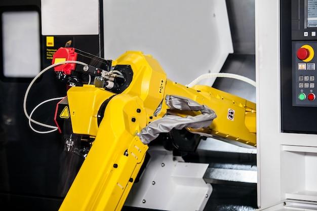 Vollautomatische cnc-bearbeitung mit handhabungsroboter