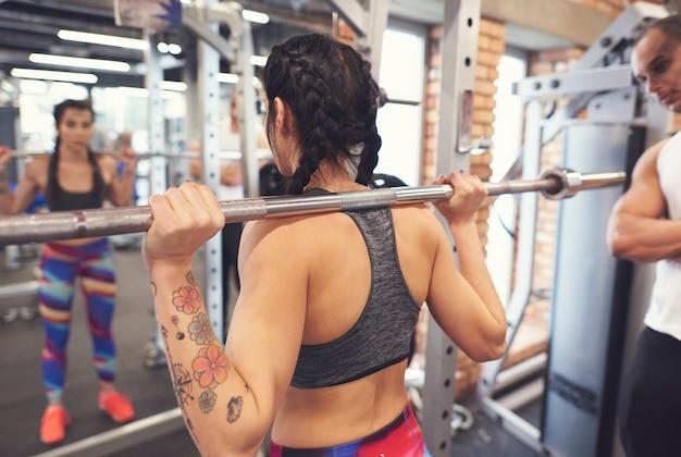 Volle mobilisierung im fitnesstraining