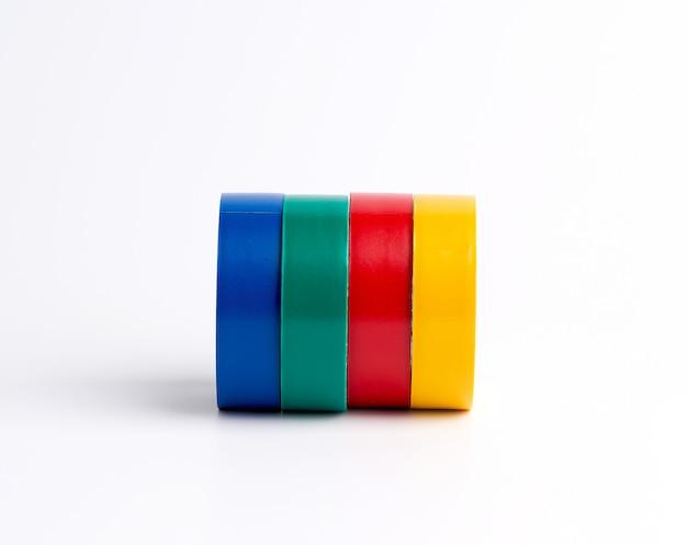 Volle spulen aus mehrfarbigem isolierband