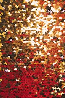 Voller rahmen von goldenen glänzenden pailletten im hintergrund