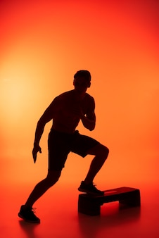 Voller schuss mann beim sport