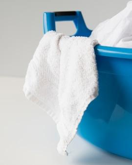 Voller wäschekorb der nahaufnahme