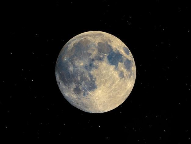 Vollmond mit teleskop gesehen, sternenhimmel