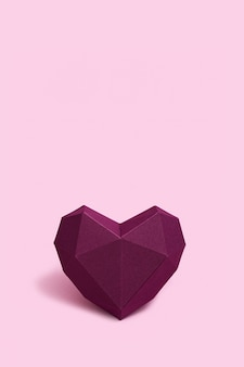 Volumenpapier herz lila gefärbt. grußkarte oder einladung für hochzeitskarten oder valentinstag
