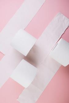 Von oben toilettenpapierrollen