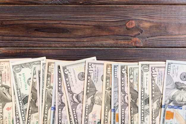 Von us-dollar rechnungen geld draufsicht des geschäfts auf hintergrund mit exemplar