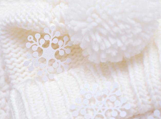 Von wirbelnden licht weißen strickmütze