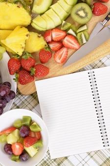 Vorbereiten einer gesunden nahrungsmittelplatte