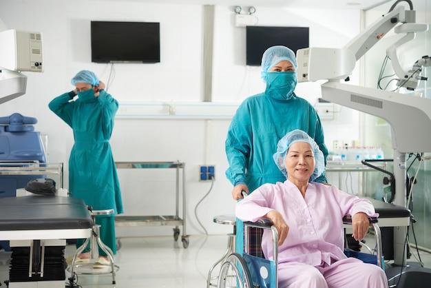 Vorbereitung auf die operation in der augenklinik