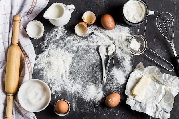 Vorbereitung, die küchenbestandteile für das kochen backt