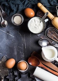 Vorbereitungsbacken-küchenbestandteile für das kochen des rahmens