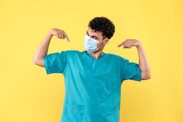 Vorderansicht arzt der arzt in der maske weiß, dass ärzte patienten mit covid heilen können.