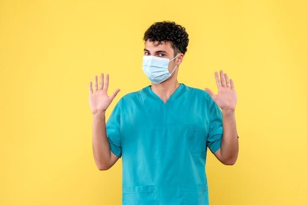 Vorderansicht arzt der arzt spricht über patienten mit verschiedenen krankheiten