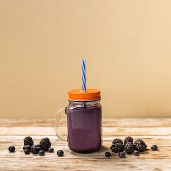 Vorderansicht blackberry smoothie