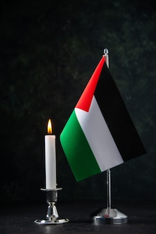 Vorderansicht der flagge palästinas auf dem schwarzen Kostenlose Fotos