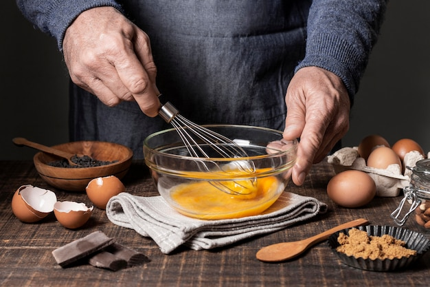 Vorderansicht der kuchenbestandteile auf tisch