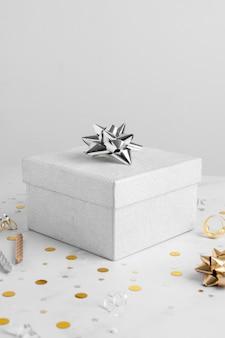 Vorderansicht des birthady-geschenks mit kopienraum
