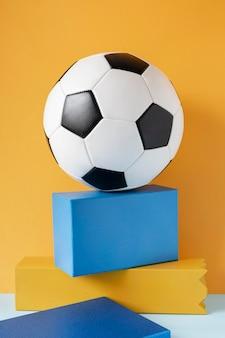 Vorderansicht des fußballs auf kisten